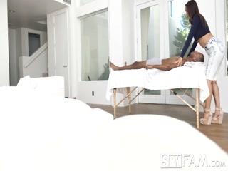 Порно массаж для молодого парня закончился сексом