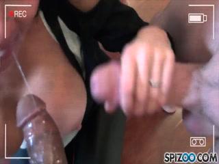 Порно видео онлайн о том, как молодая брюнетка сосет и ебется