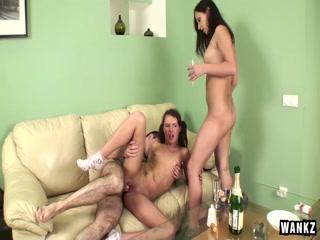 Русский домашний групповуха с молодой девушкой